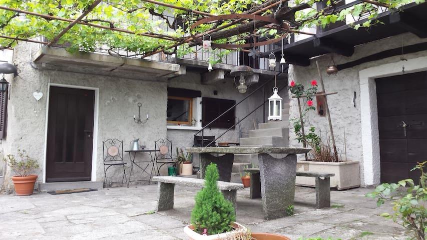 "Cute and typical House ""Rustico"" - Berzona (sopra Gordola) - Casa"