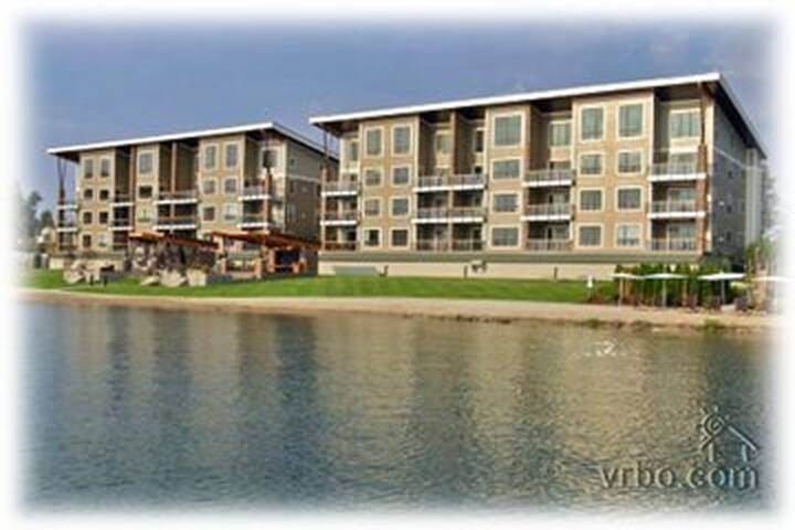 Lakefront Luxury Condo the Seasons at Sandpoint - 샌드포인트(Sandpoint) - 아파트(콘도미니엄)