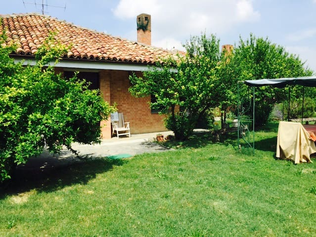 unique location with 11k m2 garden - Montemagno - Oda + Kahvaltı