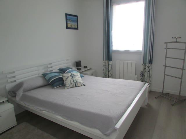 Chambre privée avec salle de bain - Bruz - Дом