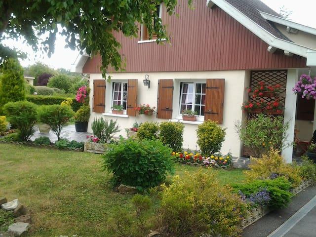 chambre de bienvenue - Saint-Martin-sur-le-Pré - Bed & Breakfast