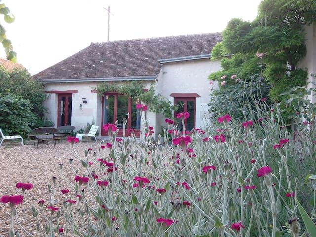 Gite adorable prés de Chenonceau  - Saint-Georges-sur-Cher - House