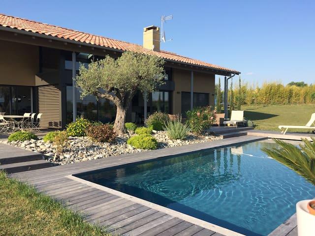 Modern house in the countryside. - Bonrepos Riquet - Casa