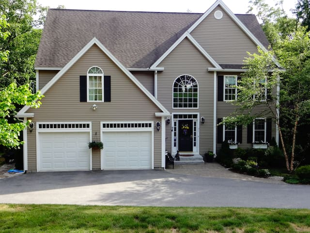 Impeccably Maintained Family Home - Bedford - Casa
