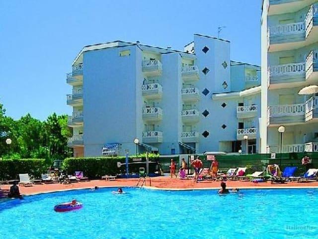 Sunny apartment with swimming pool - Lignano Sabbiadoro - Departamento
