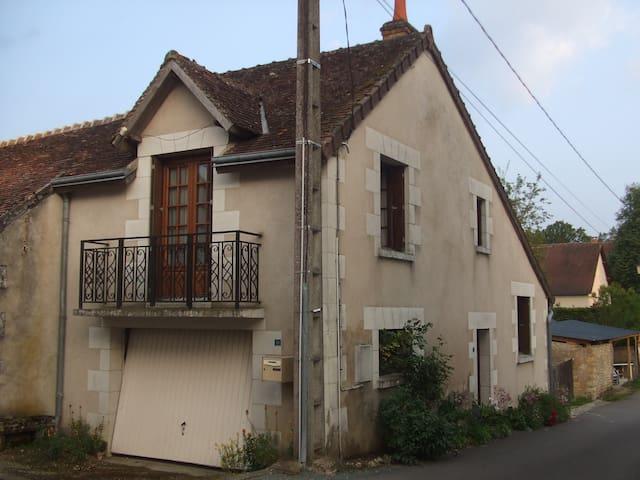 Petit village de touraine - Épeigné-les-Bois - Hus
