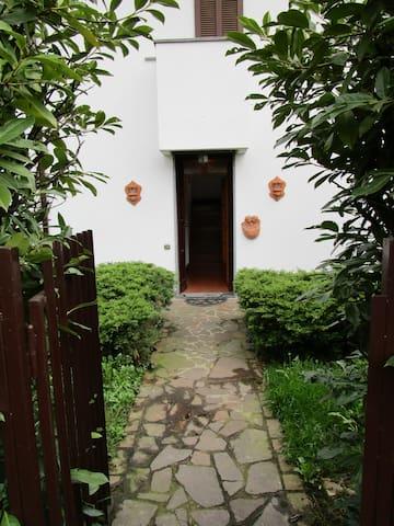 Villa nel verde, 5 minuti da Milano - Cernusco sul Naviglio - Hus