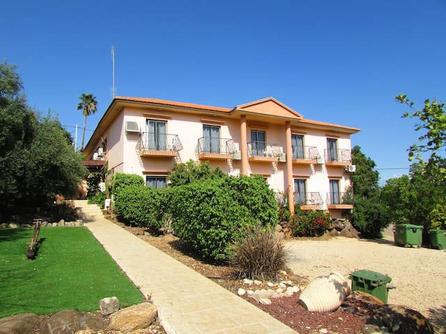 Ahuzat Kinneret 18 rooms - Migdal - Villa