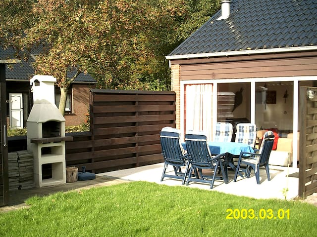 Charming house with sunny terrace - Bruinisse - Rumah