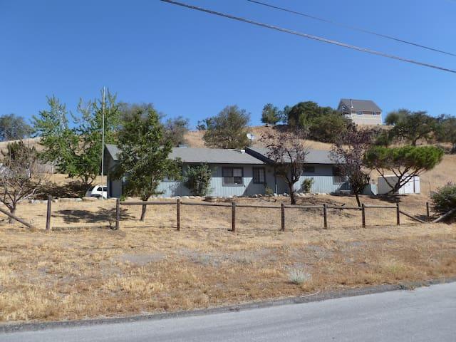 Rustic Ranch Home Stallion Springs - Tehachapi