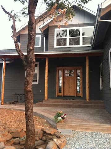 Hand Crafted Mountain Home - Murphys