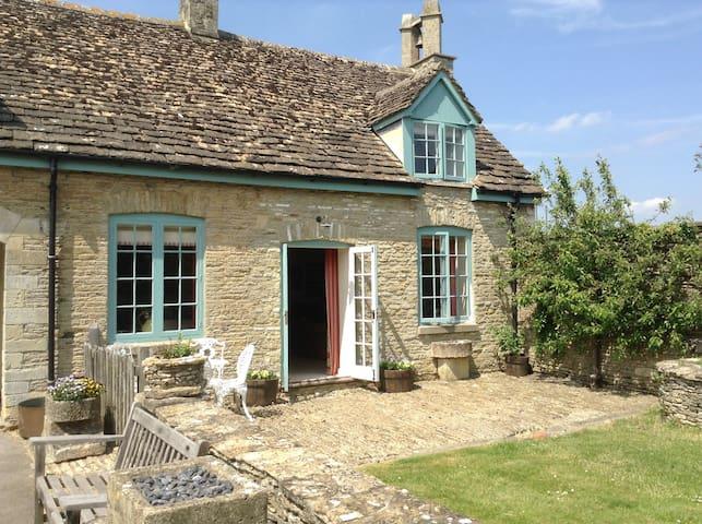 Stables Cottage, Shipton Moyne - Tetbury - Hus
