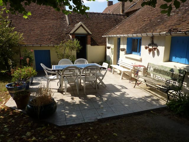 Nice and quiet country house in Sol - Les Bordes - Hus