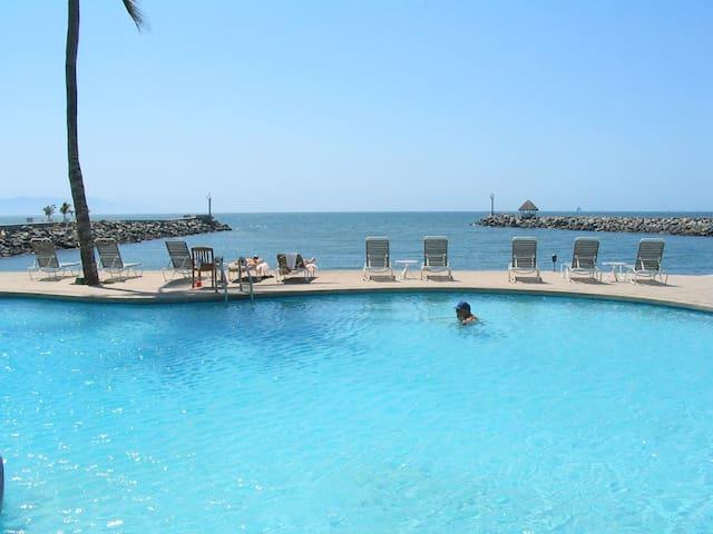 Beachfront 2-Story Penthouse Condo  - Nuevo Vallarta - Daire