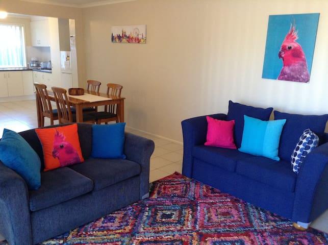 Large 2 bedroom apartment - central - Melton - Lägenhet