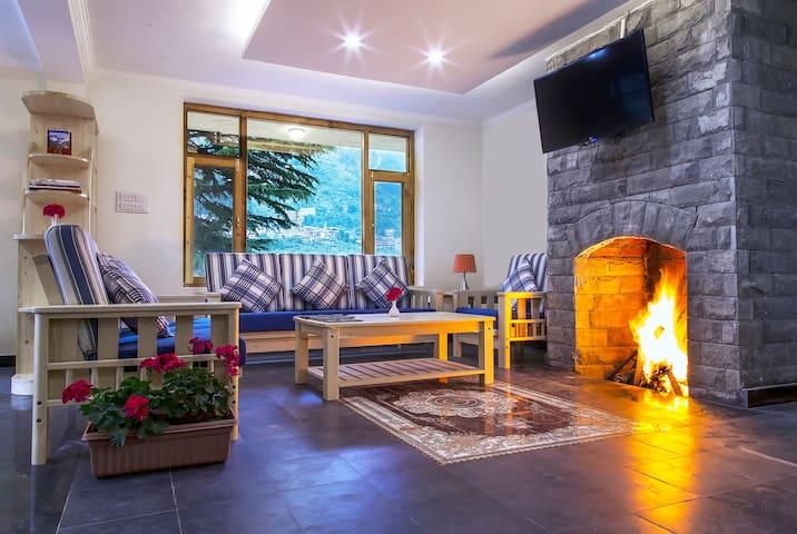 Shobla Pine Royale : Cottage Room with balcony - Manali - Almhütte