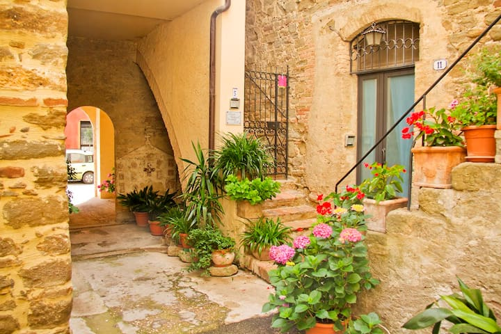 Cosy medieval flat 20m from square - Bettona - Appartement