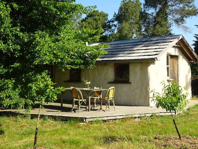 small ecologic straw ball house - Ploërmel - Arazi Evi