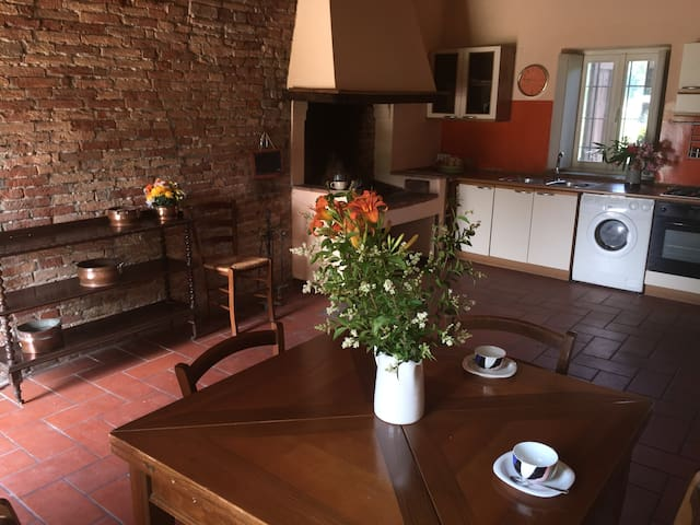 Caratteristica Casa Due Camini Lodi - Lodi - Hus