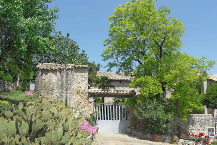 Mas Provençal  Le Chapitre - Saint-Marcel-d'Ardèche - Rumah