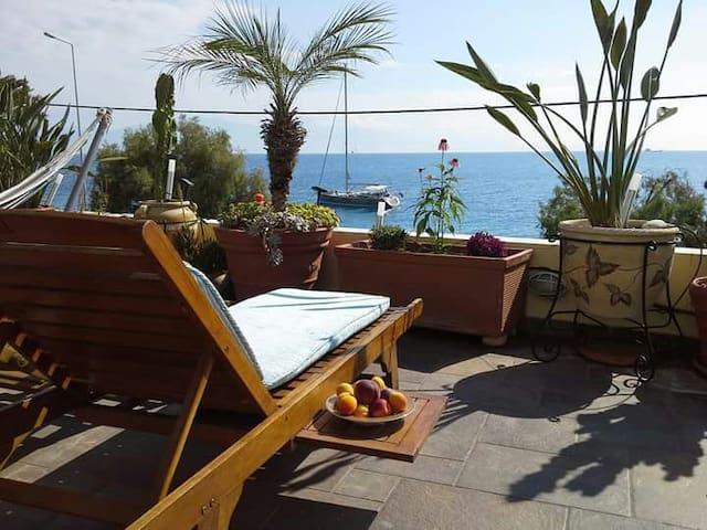 Xylokastro suite on the sea A - Corinthia - Huoneisto