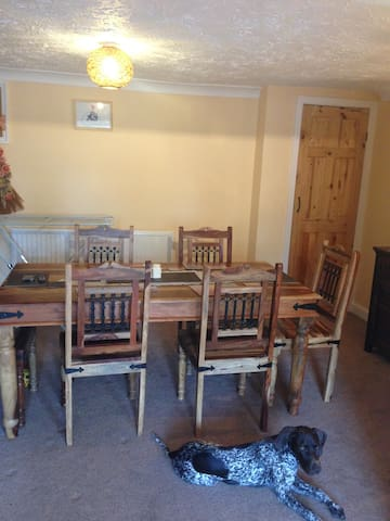 Beautiful room in a peaceful house - Grantham - Huis
