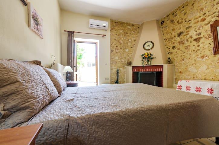 Sklavaki Traditional Apartments Ground Floor - Μελιδόνι - Huis