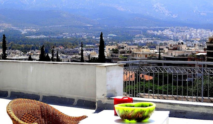 Cosy central top floor studio - Atenas - Departamento