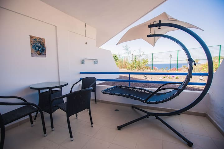 1st line with views of the ocean and beach. - Playa Paraiso , Adeje - Wohnung