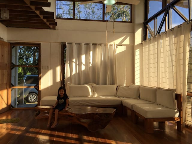 white airy house - Silang - Haus