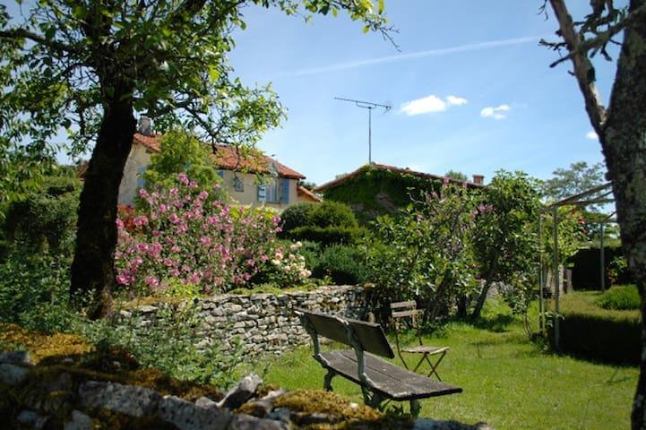 Rural gite in stunning setting - Parzac - Casa