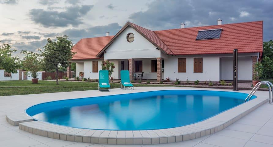Kamilla guest house 1 - Poroszló - Casa