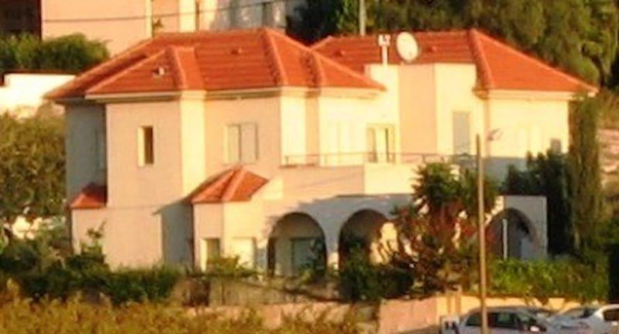 Home on the vineyards - Binyamina-Giv'at Ada - Hus