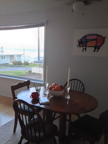 Puffin's Nest, an Ocean View home - Yachats - Huis