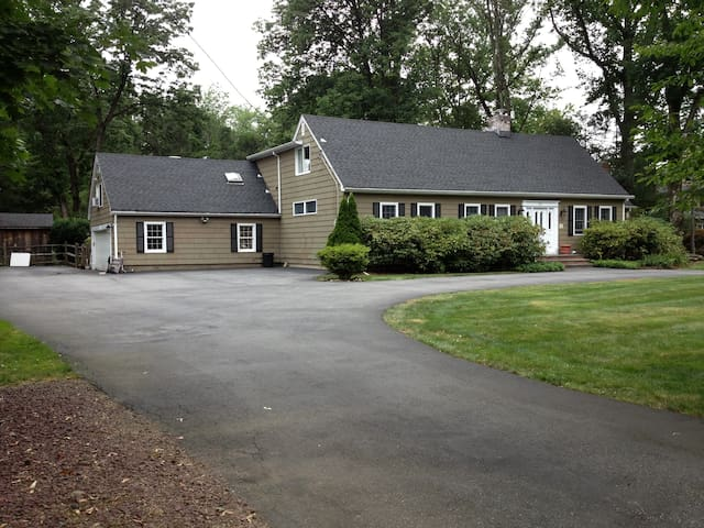 WCL room in home. Great location - Woodcliff Lake