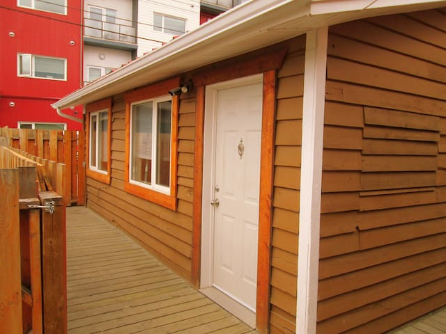 Central & Private Apartment - Whitehorse - Daire