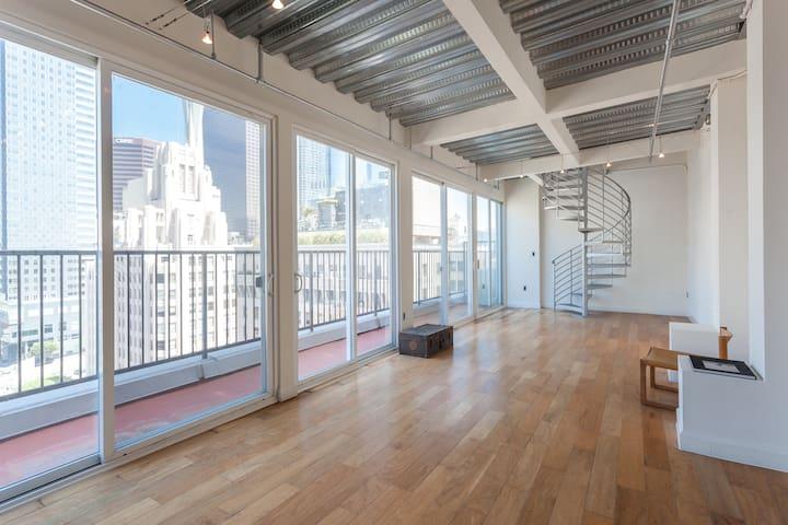 DTLA Penthouse/Epic Views/Balcony - Los Angeles - Loft