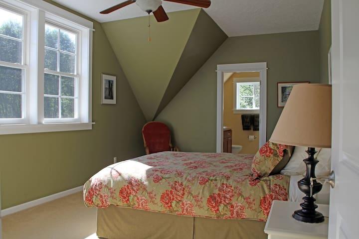 Crippen Creek Farm Alder Room - Skamokawa - Bed & Breakfast