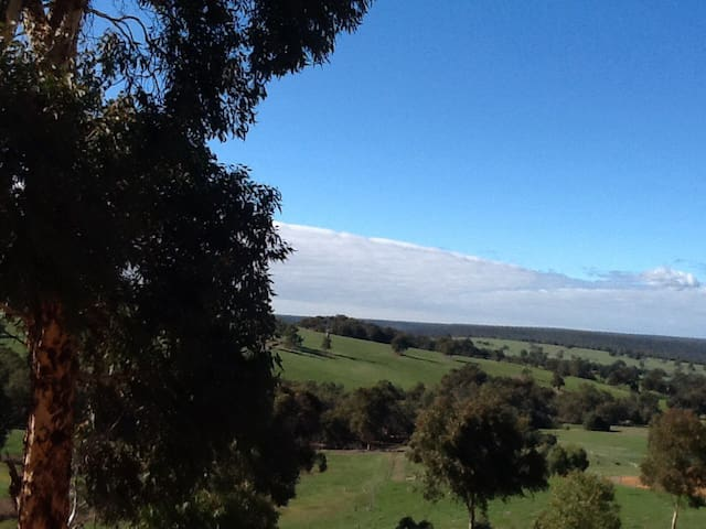 Valley views ,Semi rural, Serenity. - Lower Chittering - Rumah