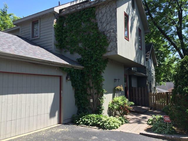 Modern home w cozy feel - Libertyville - Rumah