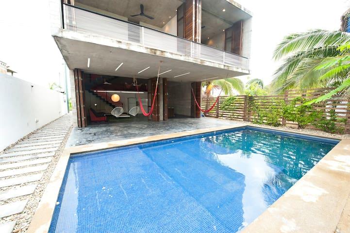 TDA. Award-winning design House - Puerto Escondido - Hus