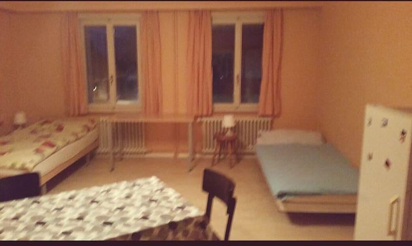 Ruhig gelegene Zimmer - Schmitten - Huis