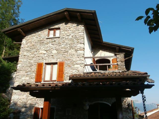Charming Apartment In Villa - Plesio - Villa