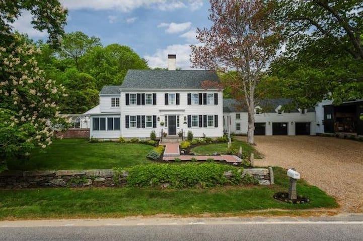 Marsh's Edge Estate - Now Available Summer 2017! - North Hampton - Huis