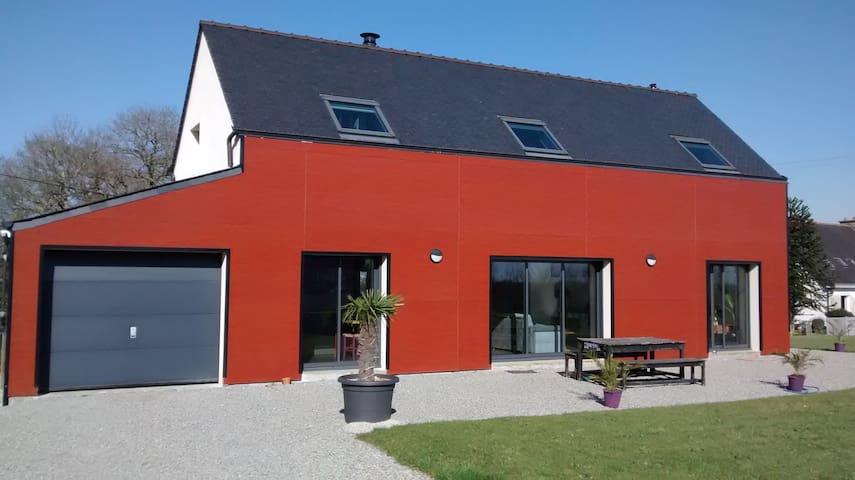 Maison contemporaine - berné - Casa