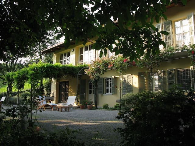 Charming house in Monferrato 2 - Cocconato - Bed & Breakfast