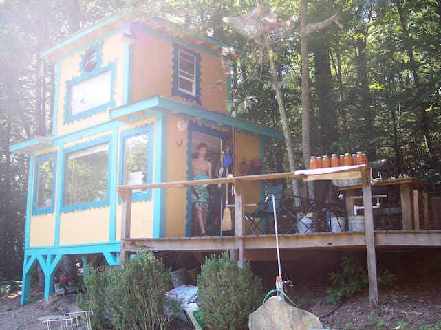 Tiny Treehouse cabin in the woods - Millers Creek - Cabaña