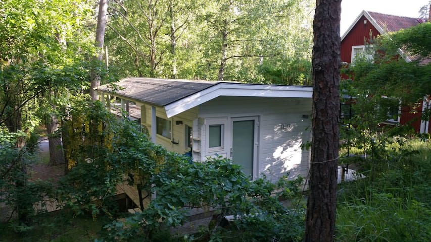 Small cosy cottage in the forest - Botkyrka - Rumah