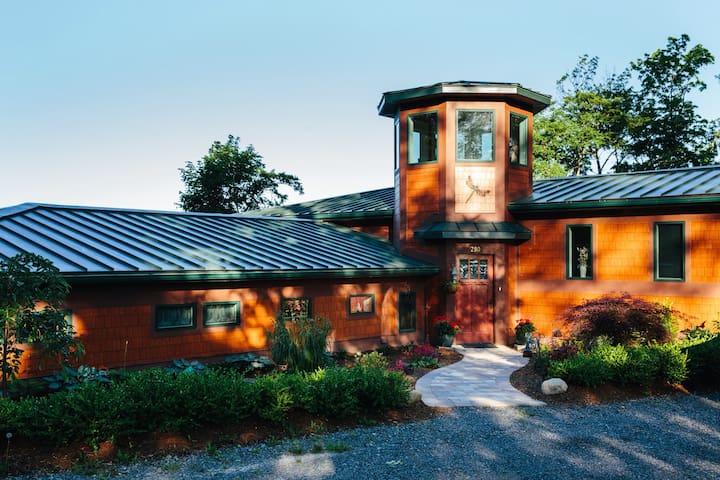 Frank Lloyd Wright-Style Home - Penn Yan - Huis