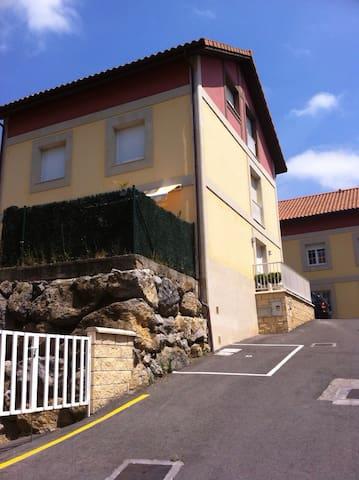 Casa de tres plantas , big house - Ampuero